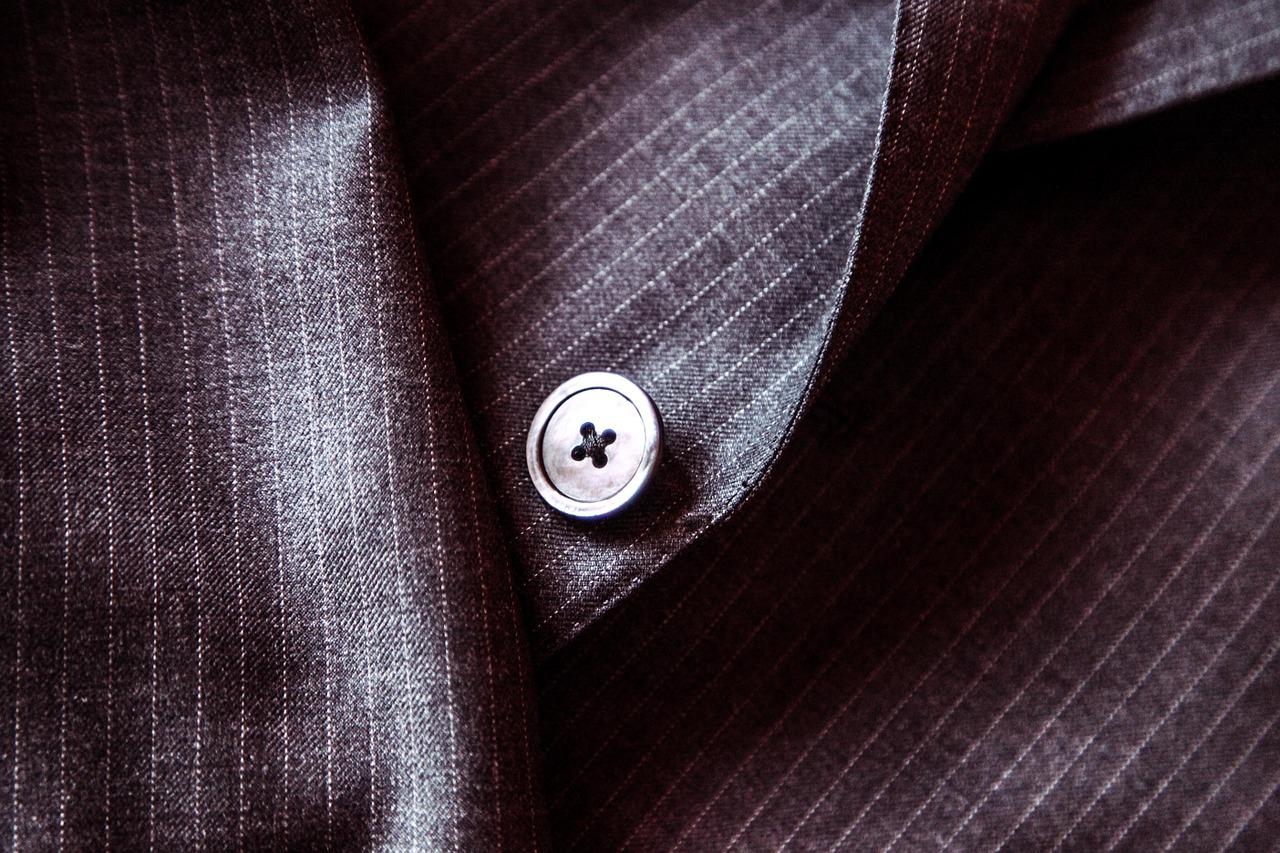 名刺交換の美学 胸ポケットからさっととりだすとスマートなわけ